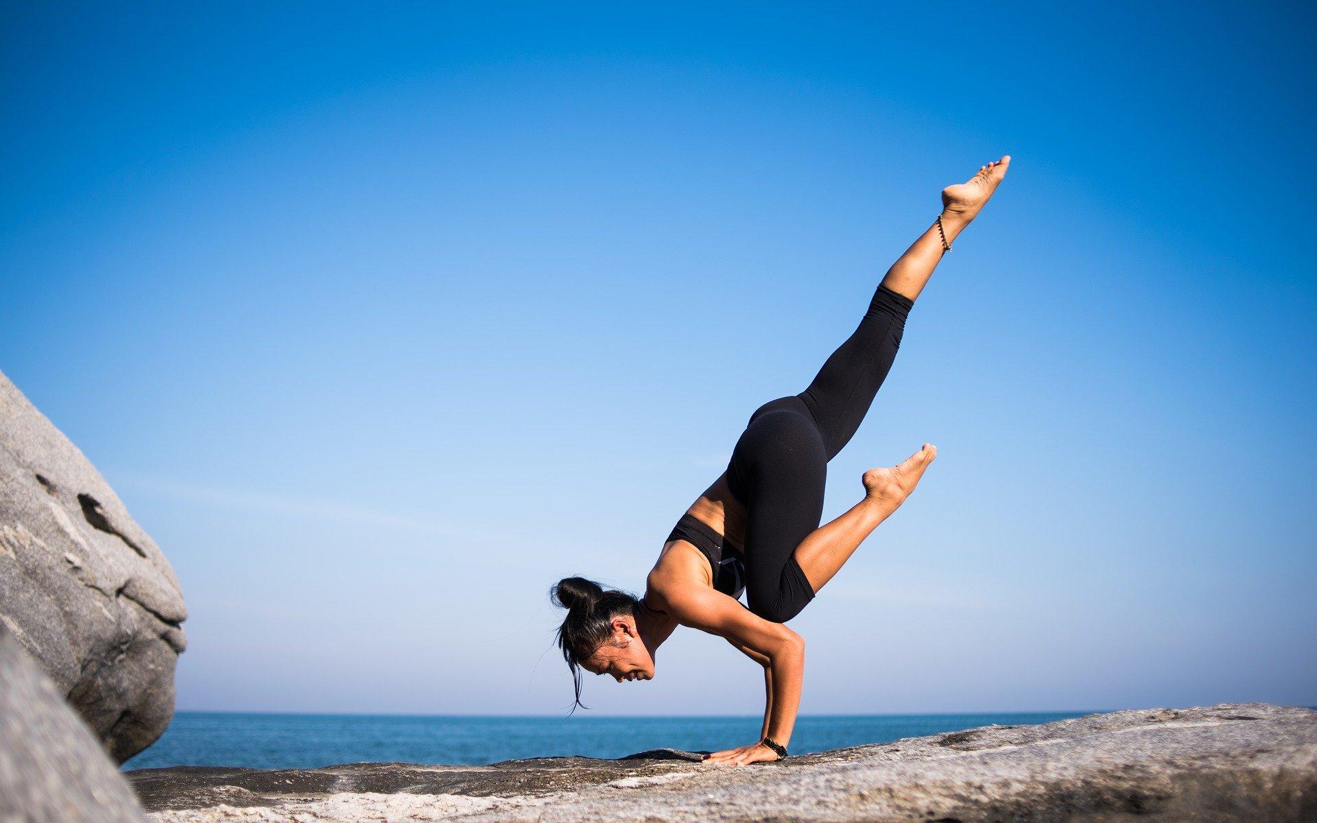 yoga 2587066 1920